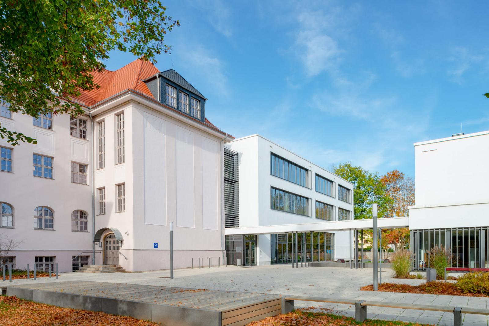 """Sanierung und Erweiterung der 82. Oberschule """"Am Flughafen"""" Dresden"""
